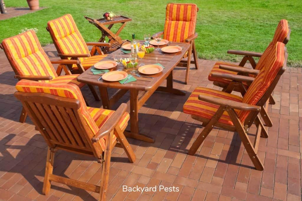 Photo of outdoor wood fruniture